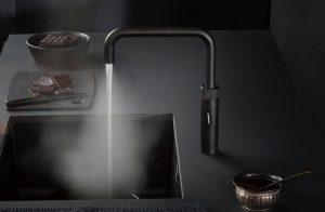 Keukenaccessoires: keukenkraan – Zwarte Quooker kokend-water-kraan