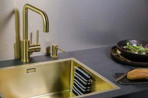 Keukenaccessoires: Lanesto spoelbak, kraan en zeeppomp in Gold kleur