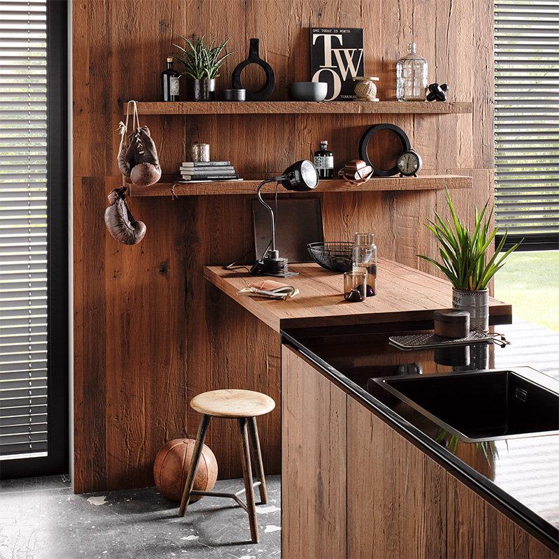 Industriële keuken met fineer hout keukenblad, Häcker houten keuken AV 6084 gerookt eiken