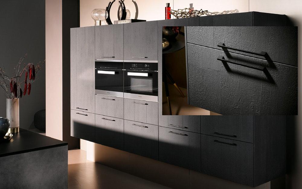 Industriële keuken met zwarte keukengrepen – Häcker AV 6084 kastenwand, handgrepen keuken zwart industrieel (435)