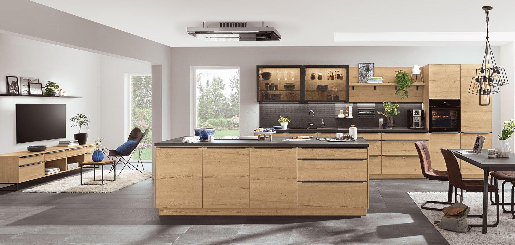 Thuiswerken aan de eetkamertafel – decor zwart beton keukenblad en tafelblad – Decor houten keuken Nobilia Structura 405