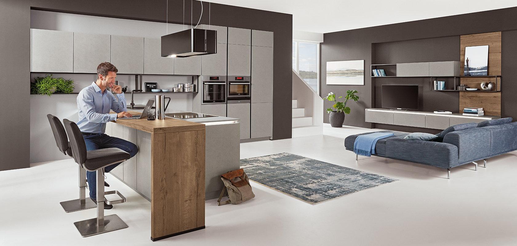 Thuiswerken aan het schiereiland met bar – Grijze design keuken Nobilia Cemento