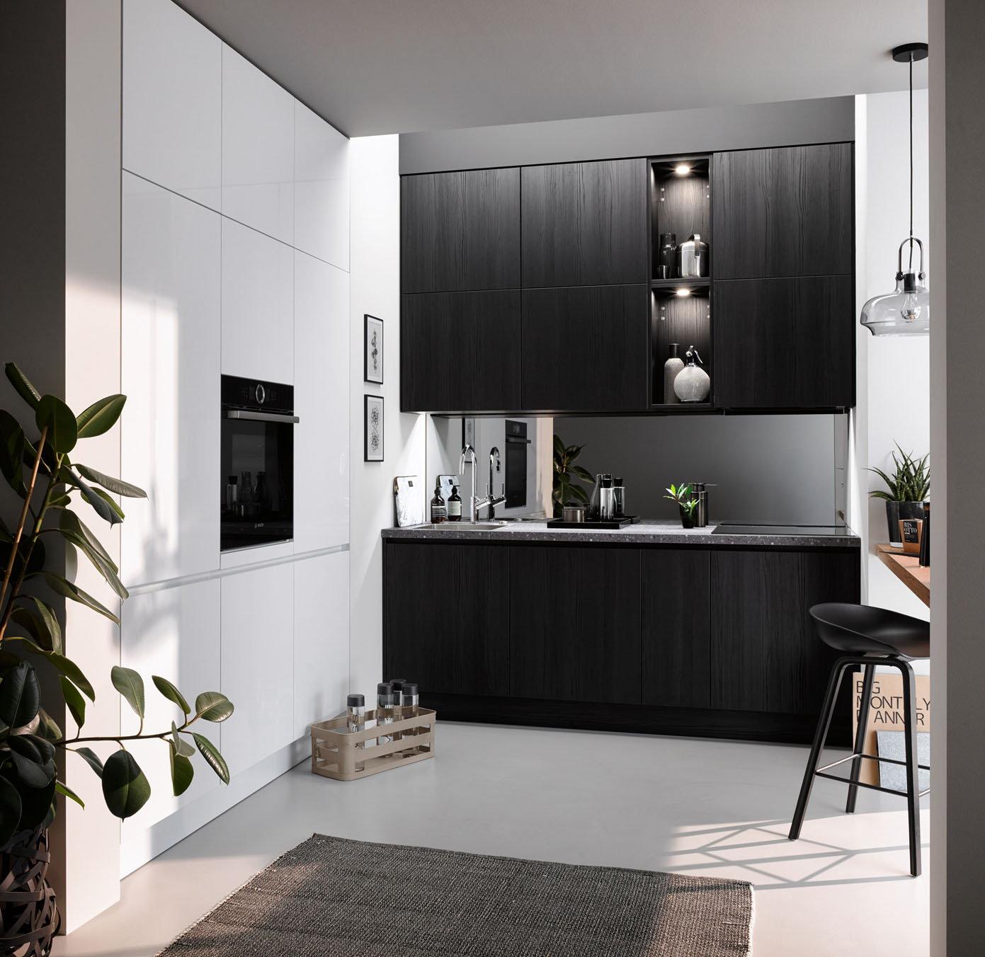 Rechte keuken met kastenwand en bureau – Zwarte keuken Häcker Toronto