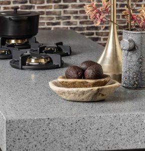 Composiet terrazzo keukenblad met PITT cooking, Evora Quartz Hydra