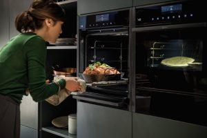 NEFF oven met Slide & Hide – volledig inschuifbare ovendeur