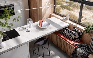 Wit kookeiland met bar, Häcker AV 2030 GL Pure White)