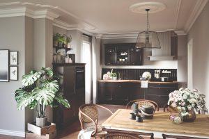 Häcker Breda, zwarte landelijke keuken met open bovenkastjes