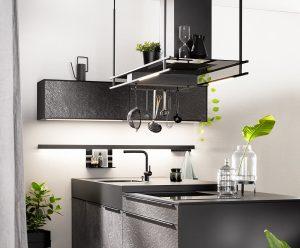 Afzuigkap verlichting boven kookeiland, railverlichting keuken en verlichting onder keukenkastjes, Häcker keukens