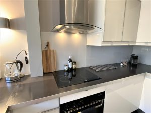 Keuken achterwand van glasplaten