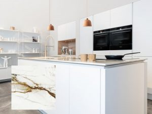 Marmerlook natuursteen keukeneiland blad in Scandinavisch design keuken Kopenhagen