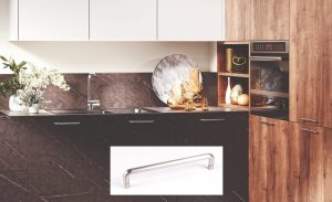 Moderne keuken met RVS handgrepen keukenkasten, Häcker keuken Merkur marmer