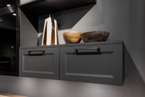 Landelijke keuken met metaal zwarte keuken handgrepen, Häcker keuken Malaga Graphit